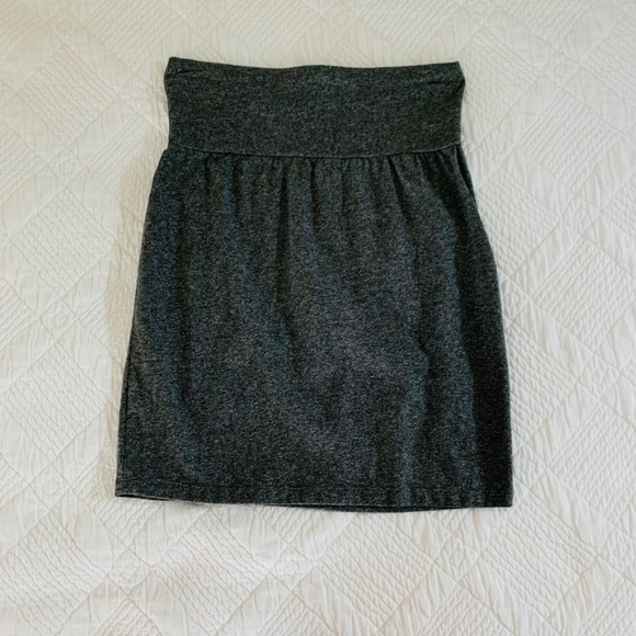 Selling brand new Aritzia gray skirt in size small